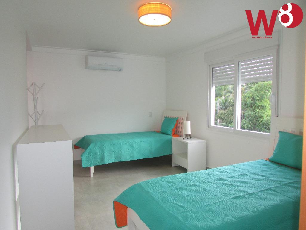 oportunidade. casa nova, mobiliada. em condomínio na praia de juquehy a aprox. 100 metros da praia....