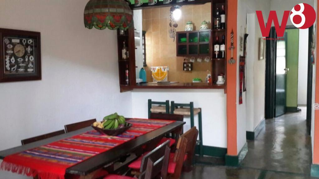 casa térrea com 3 dorm., sendo 2 suítes, salas de jantar, tv/estar e jantar, cozinha americana,...