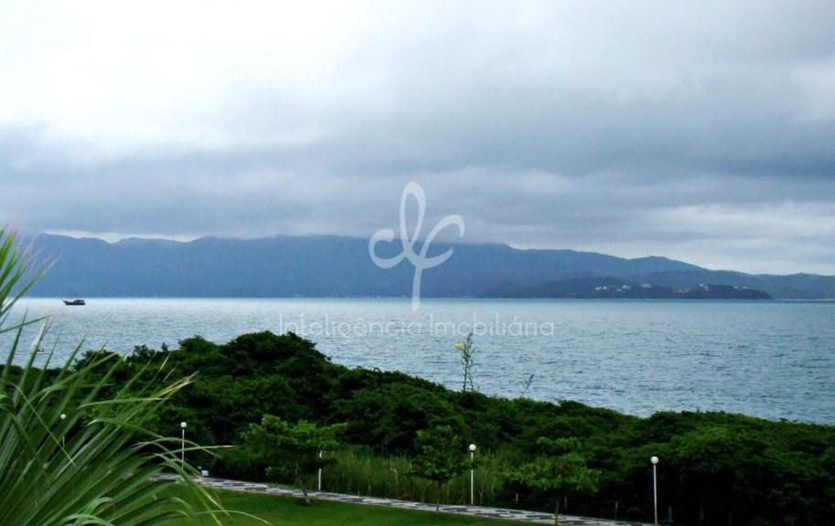Casa nova com vista panorâmica à venda em Jurerê Internacional, Florianópolis.