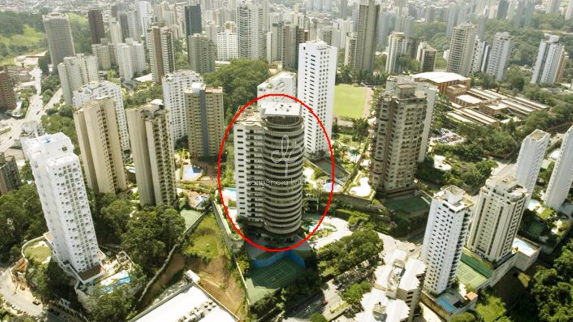 Mansão suspensa com 864 m² privativos à venda no Morumbi, São Paulo.