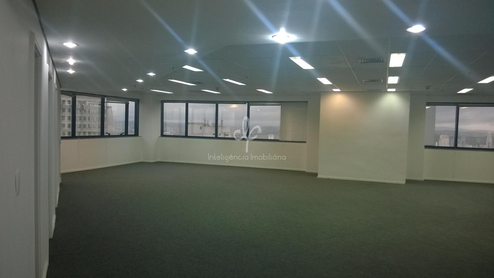 Laje corporativa com 619,90 m², 12 banheiros, 3 copas, 15 vagas, AC, elevador privativo, Alphaville Industrial, Barueri.