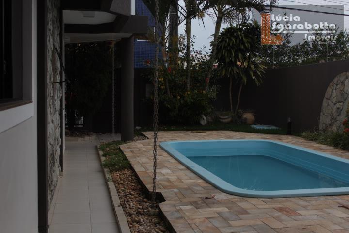 Excelente casa com piscina próximo a supermercado 24h!