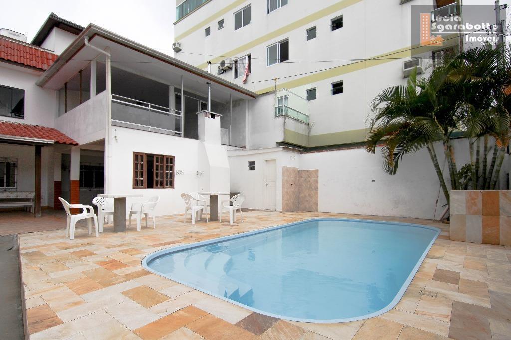 Casa com piscina para até 22 pessoas