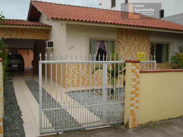 Casa residencial - bairro Cedro, Camboriú.