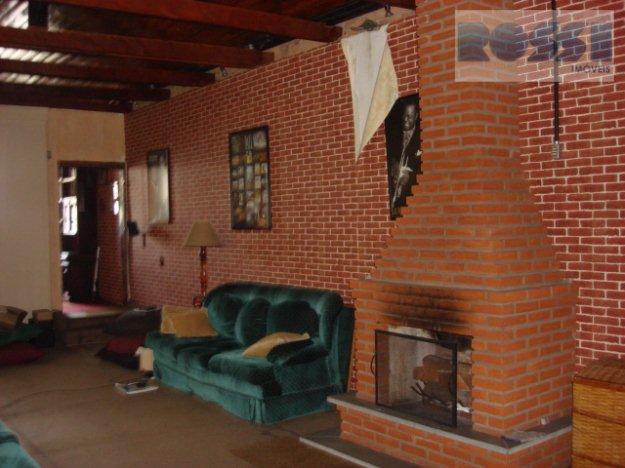 sobrado em ótima localização. 03 dormitórios. 03 banheiros. sala com lareira. cozinha. edícula nos fundos com...