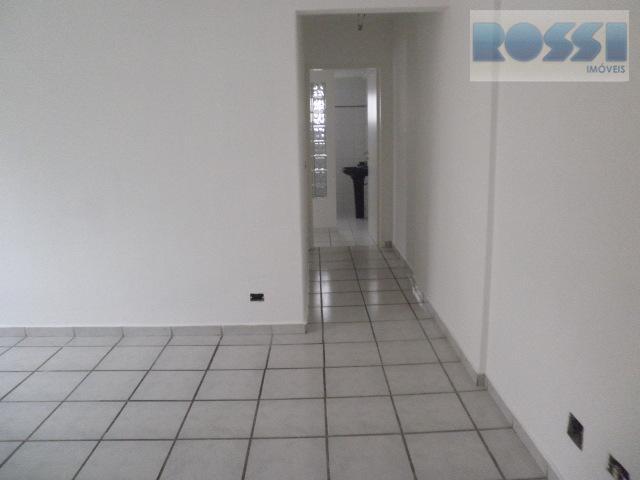 bom apartamento contendo 2 dormitórios, wc social, sala living 2 ambientes, cozinha, área de serviço.pisos: frio1...