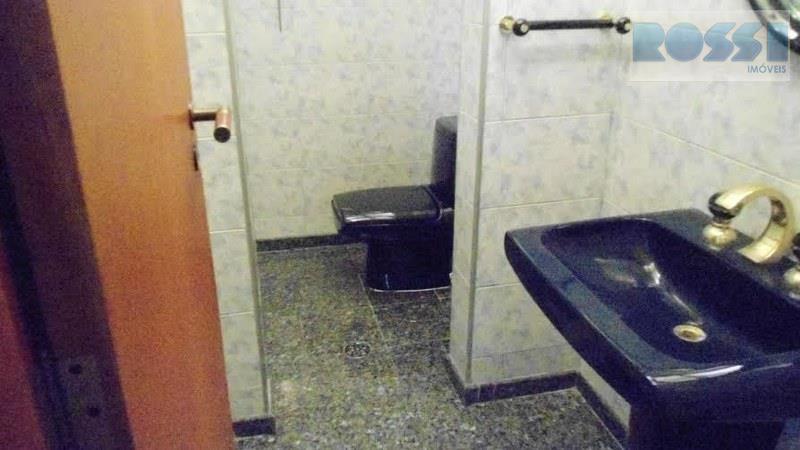 sobrado contendo 04 dormitórios sendo 02 suítes, sacadas em todos os quartos, 05 banheiros, hidro, closet,...