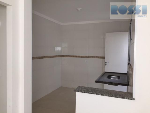 sobrados novos em condomínio fechado, nunca habitados, contendo 2 dormitórios, sendo 2 suítes, lavabo, sala em...