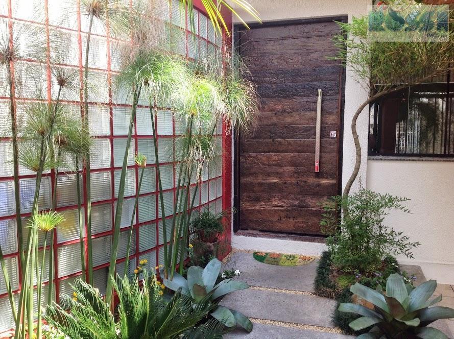 Casa com ares tropicais à venda, Jardim Avelino, São Paulo.