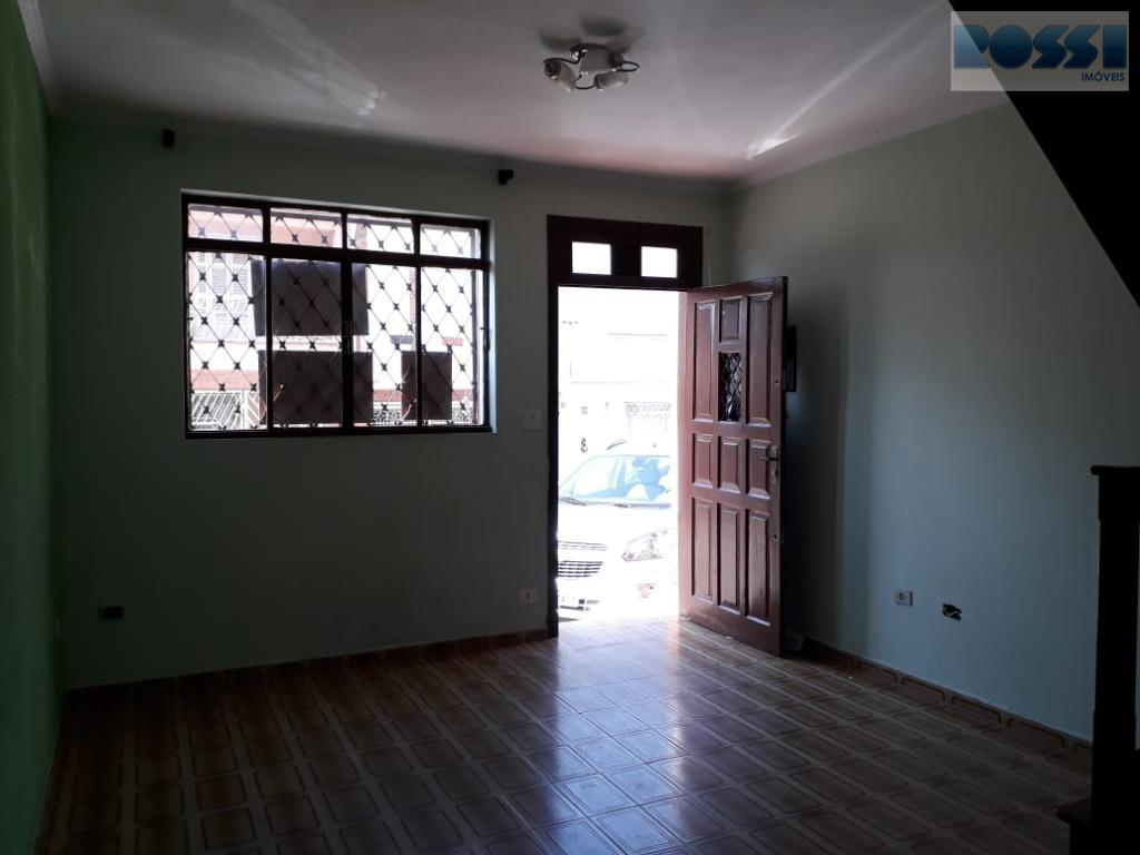 sobrado contendo 2 dormitórios, wc social, sala, cozinha, lavanderia, quintal pequeno.vaga em frente ao imóvel.