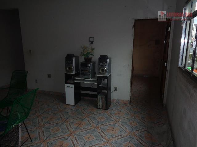 Sobrado na Vila Mirim de 03 dormitorios sendo 01 suite com 03 banheiros total 02 salas , cozinha, lavanderia, quintal, grande, m