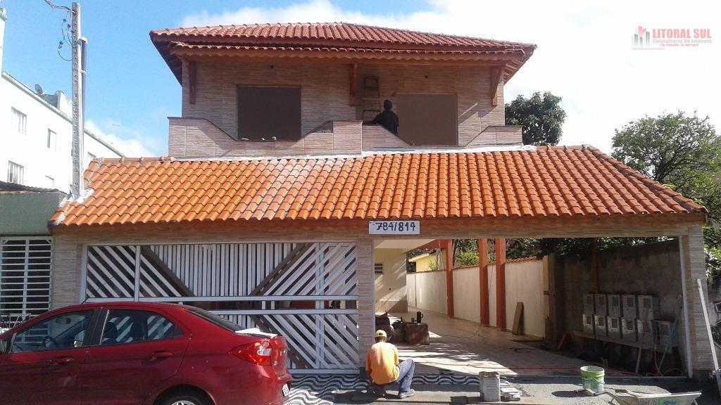Casa sobreposta de 02 dormitórios de condomínio na Aviação em praia grande, sendo 02 dormitórios, 01 cozinha americana, 1 banhei