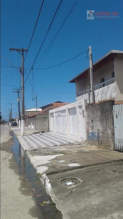 Casa 02 dormitórios no Jd. Melvi na Praia Grande, sendo em condomínio fechado e sobreposta com, 02 dormitórios, 01 sala com vara
