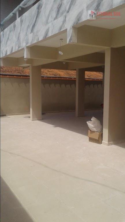 Sobrado de 02 dormitórios no Jd Melvi na Praia Grande, em condomínio com, 01 vaga de garagem, 01 cozinha, 01 sala, 01 lavanderia