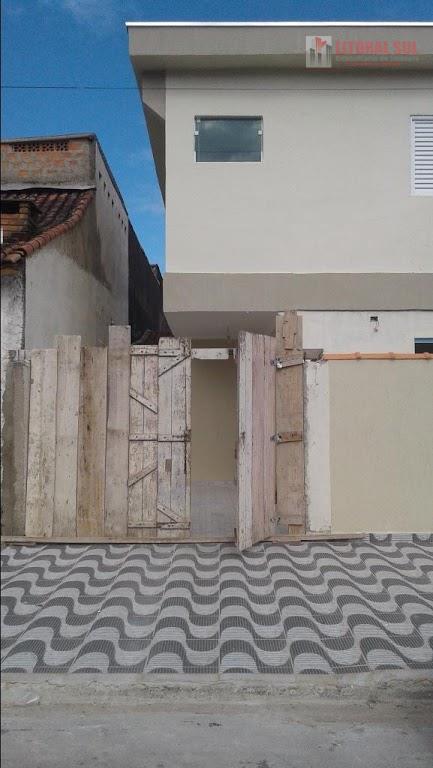 Sobrado 02 dormitórios no Jd Melvi em Praia Grande, sendo 02 suítes, 03 banheiros, 01 sala, 01 cozinha com saída para o quintal,
