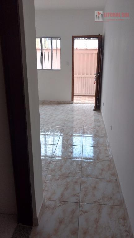 Sobrado de 02 dormitorios no Jardim Melvi Praia Grande SP senda 02 banheiros , sala cozinha , area de serviço , com quintal nos