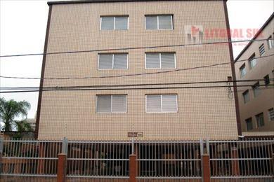 Apartamento em Praia Grande no bairro Guilhermina. Contendo 01 dormitório, sala, cozinha, área de serviço, 01 wc social e 01 vag