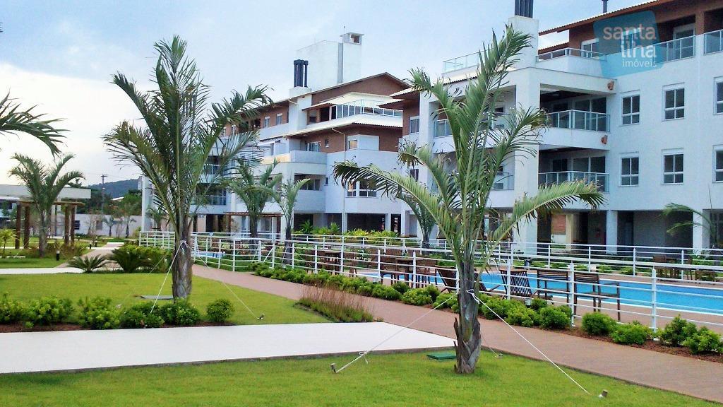 Apartamento em condomínio frente mar