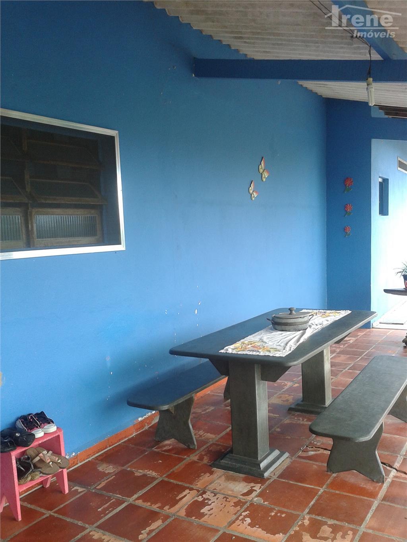 2 dormitórios (sendo 1 suíte com closed), sala, cozinha, banheiro social,lavanderia coberta, churrasqueira, suíte fora, amplo...