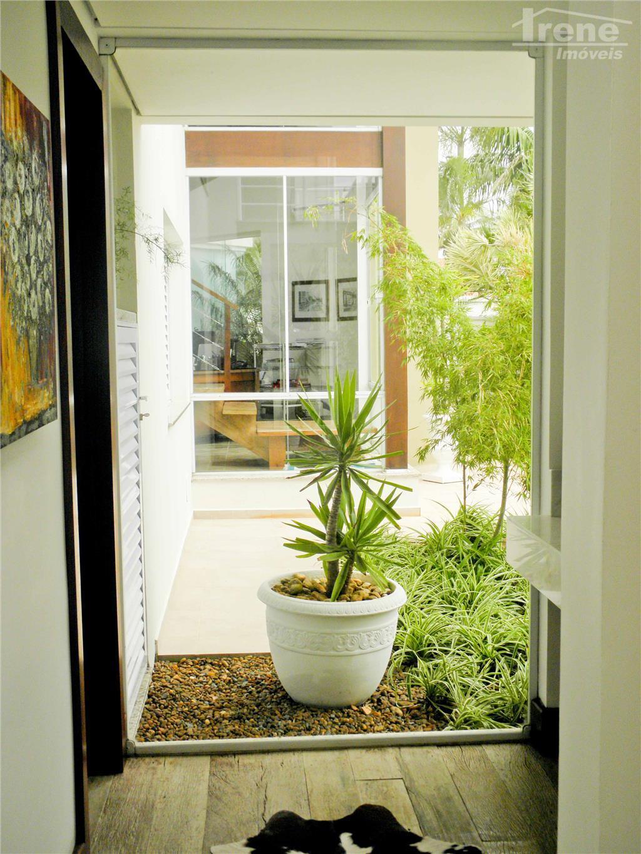imóvel perfeito com requinte e sofisticação.imóvel de arquiteta renomada com paisagismo diferenciado.03 solariuns com vista para...