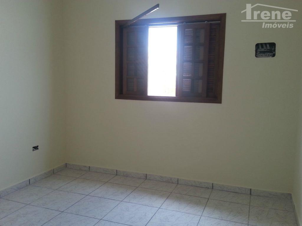 imóvel com 02 dormitórios, sala, cozinha americana, banheiro , quintal e garagem.