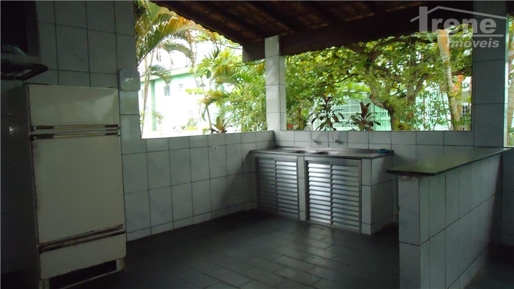 apartamento para venda em condomínio fechado.com 01 dormitório, cozinha, banheiro, lavanderia.espaço com churrasqueira, quintal, garagem, portão...
