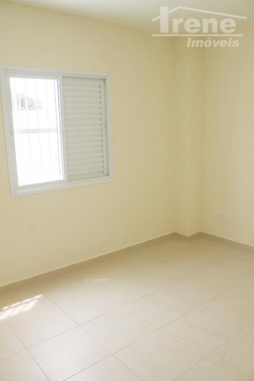 apartamento bem espaçoso com churrasqueira, lavanderia coberta, cozinha americana, 02 quartos sendo 01 suíte, sala ampla!agende...