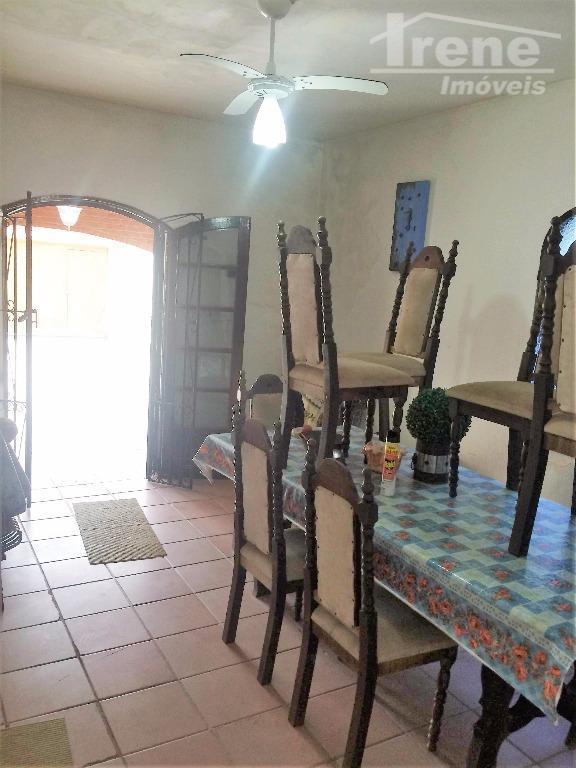 3 quartos, 2 banheiro sendo 1 suite, cozinha, sala de estar sala jantar , churrasqueira ,...