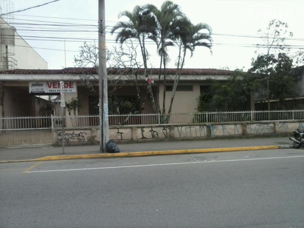 imóvel no centro da cidadeao lado da casa pernambucanapróximo da prefeitura.área de 600 m²para fins comerciais.