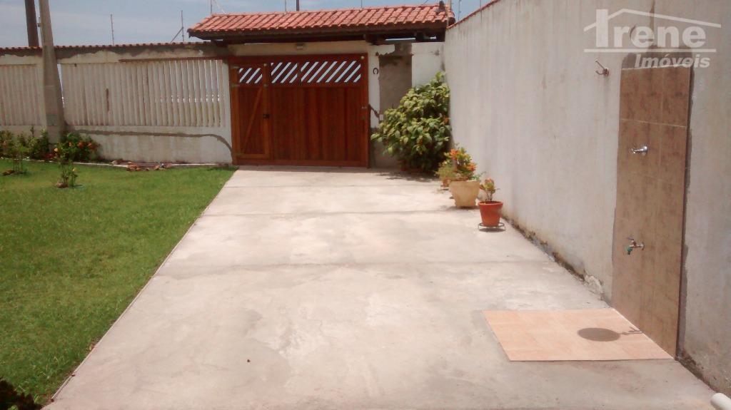 gramado na frente com espaço para piscina. cerca elétrica, alarme e monitoramento. muro alto e portão...