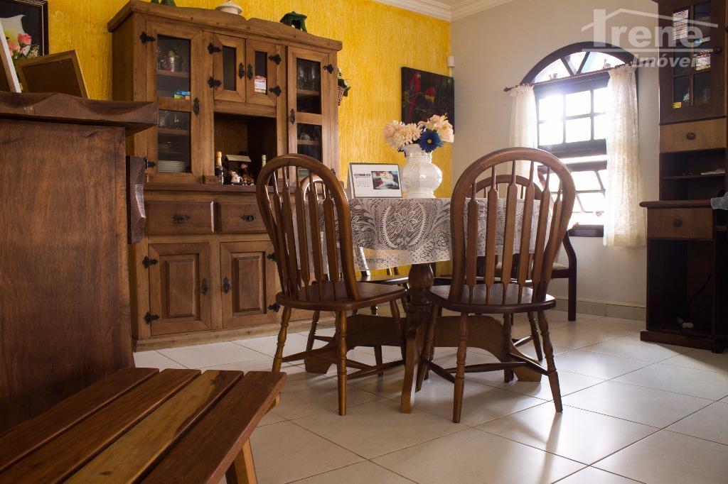 imovel lado praia em ótimo estado são 04 dormitorios, sala dois ambientes, cozinha americana amplo espaço...