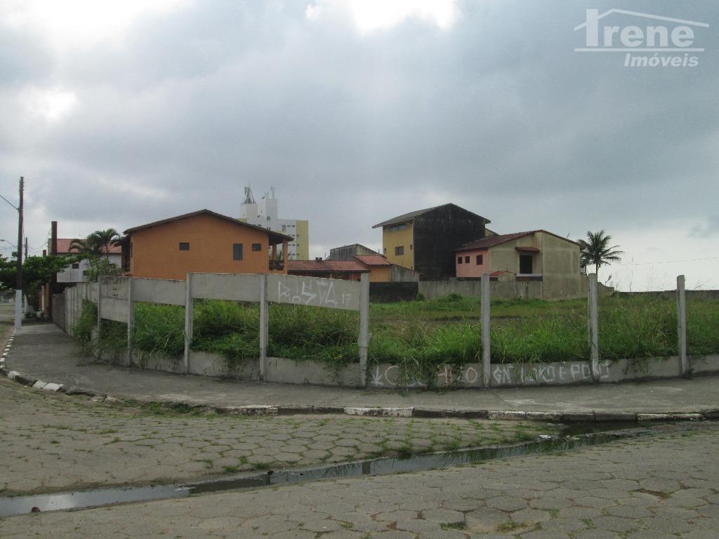 excelente terreno na quadra da praia, em bairro residencial.praticamente pé na areia.agende sua visita 13 3421-4400