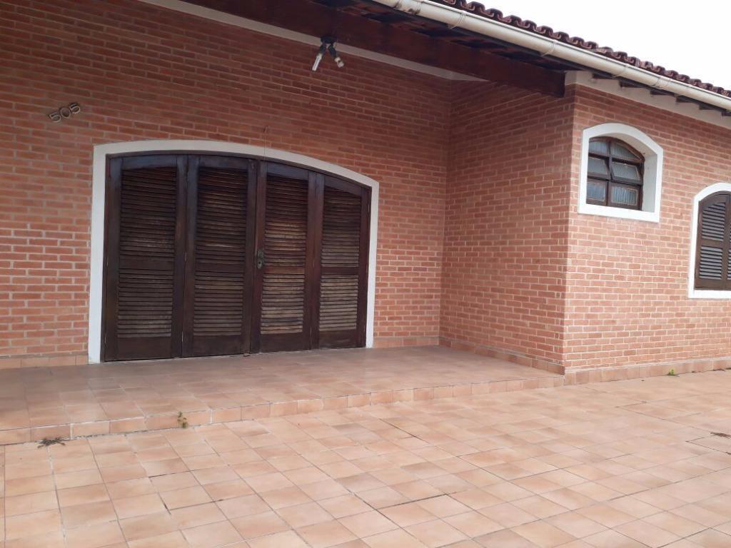 3 dormitórios, sala ampla , cozinha, 2 banheiros,edicula e garagem cobertapróximo a praia...agende sua visita...