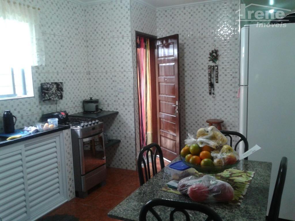 casa geminada com 1 dormitório, sala, cozinha e banheiro.área de serviço coberta nos fundos. garagem coberta...