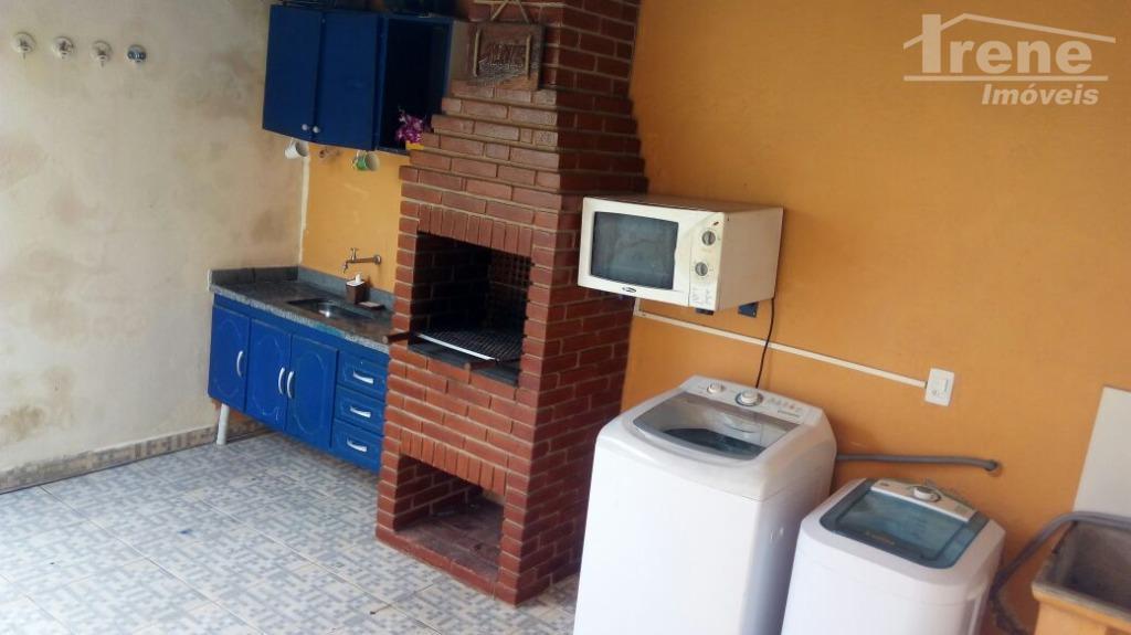 ótima casa em bairro tranquilo e familiar, com acesso fácil ao centro, garagem para dois veículos,...