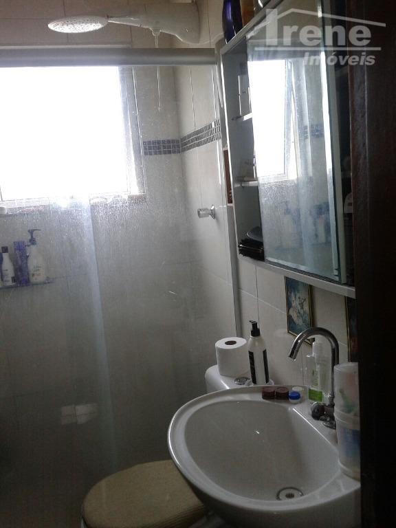 são dois dormitórios sendo uma suíte, sala, cozinha americana, banheiro social, área de serviço, quintal amplo...