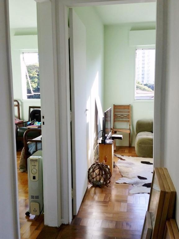 com um charme retrô todo especial, este apartamento fica em um prédio antigo de uma das...