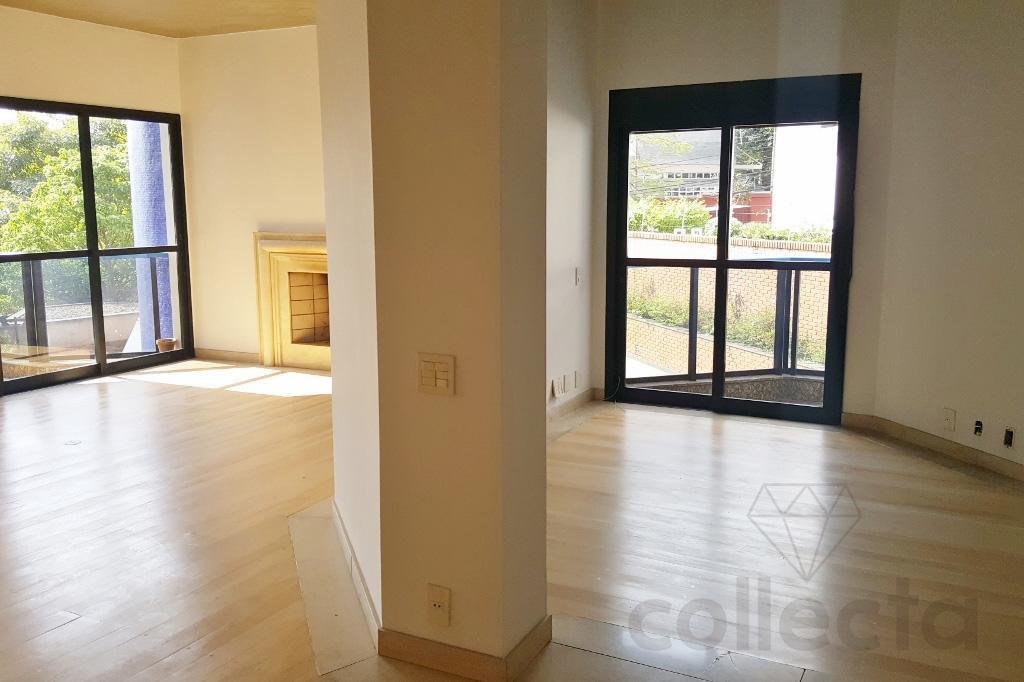 no primeiro andar, com ar de casa e muitos passarinhos, este apartamento tem uma sala grande...