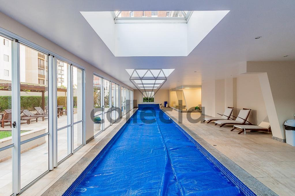 em edifício muito cobiçado pela excelente localização e estilo clássico, este apartamento de 160m2 é bem...