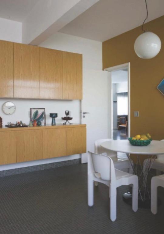 super bacana, este apartamento parece capa da revista vogue. tem acabamentos modernos, como o piso ebanizado...