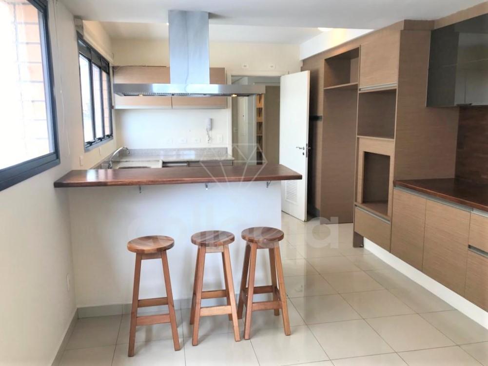 num dos edifícios de alto padrão mais recentes da vila madalena, este apartamento foi concebido para...