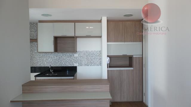 apto com 44m², 1 dorm, sendo suíte, piso laminado, armários na cozinha, na suíte, na sala...