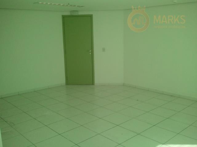 sala impecável com excelente acabamento. 32m² metros de área privativa em vão livre, uma sala ampla...