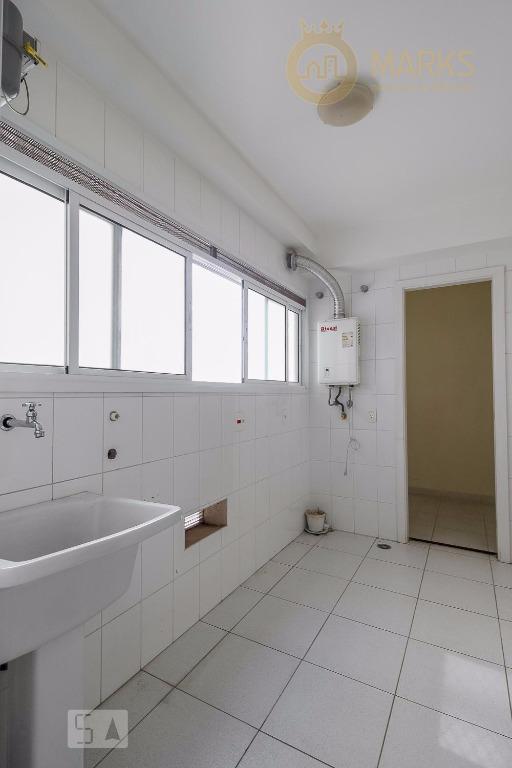 apartamento em andar alto e muito sol, varanda gourmet, sala para 2 ambientes, cozinha com armários...