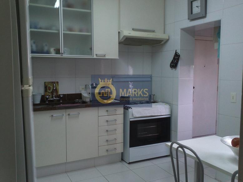 apartamento com ótima planta, próximo ao metrô sacomã.ampla sala com piso madeira e varanda, cozinha também...
