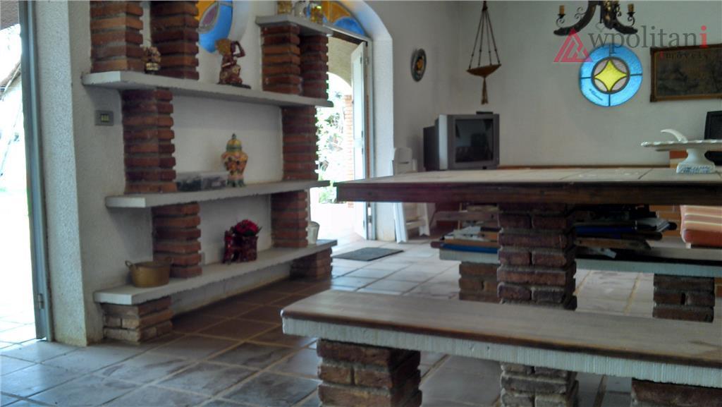 imponente chácara em terreno de 4.320 m² com área construída de 270 m² fora a casa...