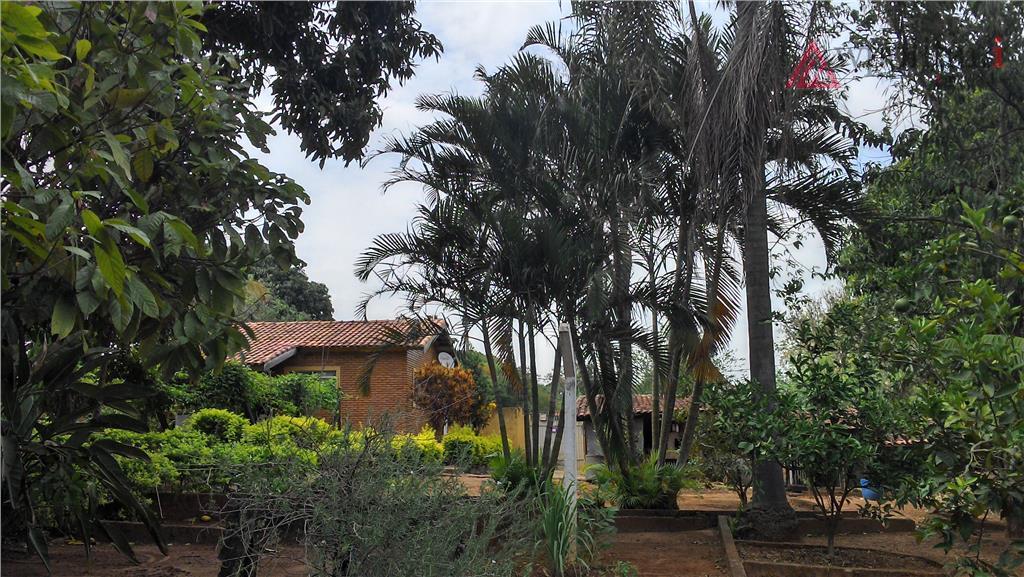 maravilhosa chácara em terreno de 3.000 m², com 324 m² de ac, plana, com piscina 5x10...