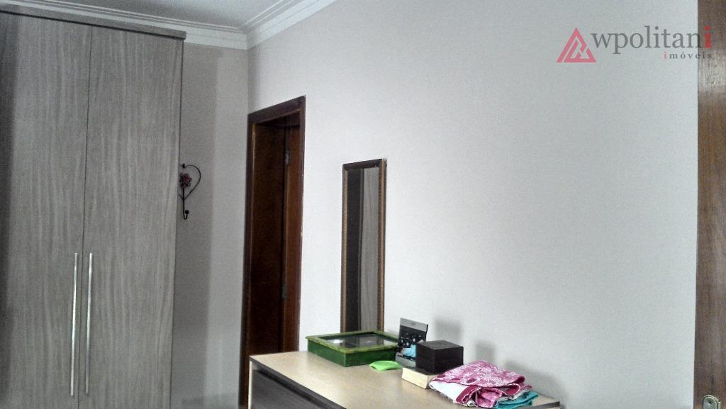 linda casa com mezanino superior, detalhes interessantes de arquitetura, com 03 dormitórios, sendo 02 suítes, ampla...