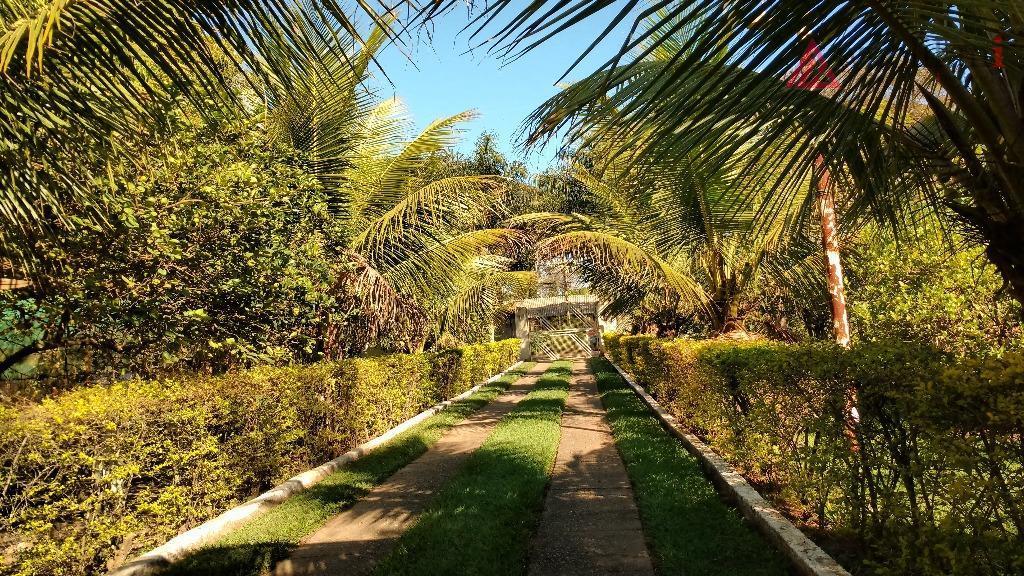 imponente chácara em terreno de 7.200 m² com área construída total de 400 m² (casa sede,...