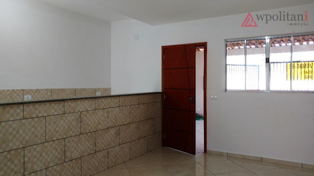 casa nova com 02 dormitórios em boa localização no bairro. vaga coberta para 02 carros. estuda...